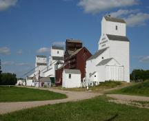 Contextual view, from the southwest, of the Inglis Grain Elevator Row, Inglis, 2005.; Historic Resources Branch, Manitoba Culture, Heritage and Tourism, 2005