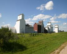 Contextual view, from the southeast, of the Inglis Grain Elevator Row, Inglis, 2005.; Historic Resources Branch, Manitoba Culture, Heritage and Tourism, 2005