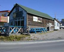 Old Weaver and Devore general store, now Bullock's Fish and Chips, 2002; E. Hawkins/GNWT