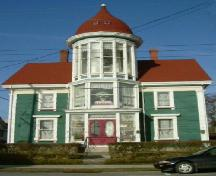 Front elevation of Senator John Lovitt House, Yarmouth, NS, 2006.; Heritage Division, NS Dept. of Tourism, Culture and Heritage, 2006