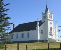 View of the church from the south east.; Government of Saskatchewan, Michael Thome, 2004.