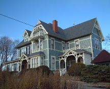 Side elevation, Chase House, Wolfville, NS, 2005.; Heritage Division, NS Dept. of Tourism, Culture and Heritage, 2005