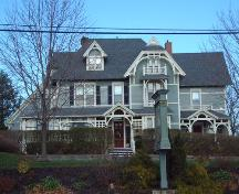 Front elevation, Chase House, Wolfville, NS, 2005.; Heritage Division, NS Dept. of Tourism, Culture and Heritage, 2005