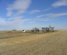 View northeast at cemetery site surrounded by grain fields, 2005.; Government of Saskatchewan, Marvin Thomas, 2005.