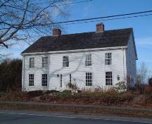 Front elevation, Kent Lodge, Wolfville, NS, 2005.; Heritage Division, NS Dept. of Tourism, Culture and Heritage, 2005