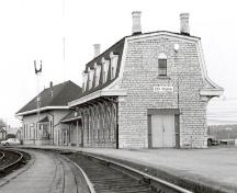 Exterior photo; (Canadian National Railways, E-2926-9)
