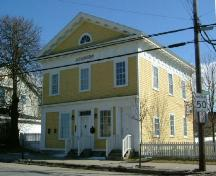 The facade and south side of the Old Yarmouth Academy, Yarmouth, NS, 2006.; Heritage Division, NS Dept. of Tourism, Culture & Heritage, 2006
