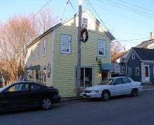 8 Victoria Street, Annapolis Royal, N.S., south elevation, 2005.; Heritage Division, NS Dept. of Tourism, Culture and Heritage, 2005