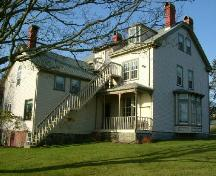 A perspective view of the east side and back of the Stayley Brown House, Yarmouth, NS, 2006.; Heritage Division, NS Dept. of Tourism, Culture & Heritage, 2006