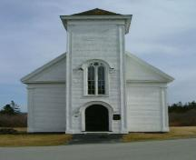 Front elevation of the Chebogue Meeting House, Rockville, Yarmouth County, NS, 2006.; Heritage Division, Dept. of Tourism, Culture & Heritage, 2006