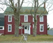 The front elevation of the Jacob Tedford House, Dayton, Yarmouth County, NS, 2006.; Heritage Division, NS Dept. of Tourism, Culture & Heritage, 2006