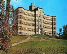A picture of the hospital circa 1961 with the trees cleared. ; City of Bathurst