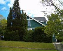 View from street showing granite slabs and built-up knoll, Etherington-Robertson House, Shelburne, 2004.; Heritage Division, NS Dept. of Tourism, Culture and Heritage, 2004
