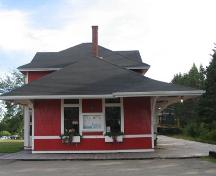 Musquodoboit Harbour Railway Museum, low horizontal form, trim board string course, low pitched sloping roof, Musquodoboit Harbour, Nova Scotia, 2005.; Heritage Division, NS Dept. of Tourism, Culture and Heritage, 2005.