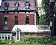 Exterior view of rear facade, Kelvin House and view of glass conservatory in foreground.  ; HFNL 2006.