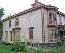 Side elevation, MacKinnon-Cann Inn, Yarmouth, NS, 2005.; Heritage Division, NS Dept. of Tourism, Culture and Heritage, 2005.