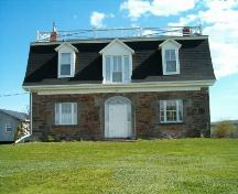 Front elevation, Smith-Duckenfield House, Selma, NS, 2004.; Heritage Division, NS Dept. of Tourism, Culture and Heritage, 2004.