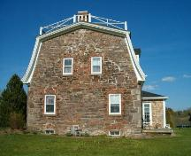 Side elevation, Smith-Duckenfield House, Selma, NS, 2004.; Heritage Division, NS Dept. of Tourism, Culture and Heritage, 2004.