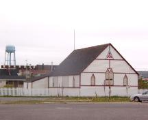 Front and side view of SUF Lodge #9 with water tower in the background, Bonavista, NL, 2006/06/14; L Maynard/HFNL 2006