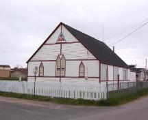 Front and side view of SUF Lodge #9, Canon Bayley Road, Bonavista, NL, 2006/06/14; L Maynard/HFNL 2006