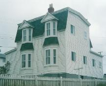 Exterior front and side view of Lockyer/Swyers House, Bonavista, NL, pre-2003; HFNL 2006
