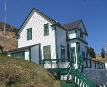 View looking north of side and front facades of Historic Ferryland Museum, Ferryland, NL. Photo taken May 2006.; HFNL/Andrea O'Brien