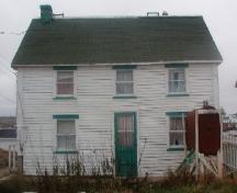 View of the front facade of the Pearce Foley House in Tilting, NL before restoration. ; HFNL 2004