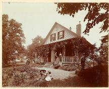 Showing house circa. 1900 during J.C. James' ownership; PARO/PEI H.B. Sterling fonds, Accession #3218/188