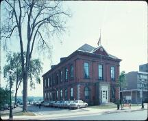 Corner view of the York County Court House, 1992.; Agence Parcs Canada - Parks Canada Agency, 1992.