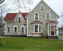 The front elevation of the Jacob Sweeny House, Yarmouth, NS; Heritage Division, NS Dept. of Tourism, Culture & Heritage, 2006