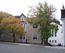 North facade of Emmanuel House bordered by Bannerman and Cochrane Streets.  The Cochrane Street United Church can be seen directly behind the house, on the right (white building with red/brown squares, triple lancet windows). ; HFNL/ Deborah O'Rielly 2006.