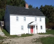 Front and west elevation, Eisenhauer House, Chester Basin, 2006.; Heritage Division, NS Dept. of Tourim, Culture and Heritage, 2006.