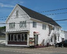 Wade Surplus d'armée - front and side view; Town of Tracadie-Sheila