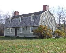 Front and east elevation, Jeremiah Calkin House, Grand Pre, NS, 2006.; Heritage Division, NS Dept. of Tourism, Culture and Heritage, 2006.