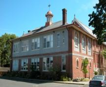 Exterior view of the South Park School, 2004.; City of Victoria, Steve Barber, 2004