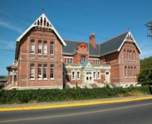 Exterior view of the South Park School, 2004.; City of Victoria, Steve Barber, 2004.