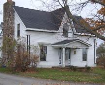 Front and west elevation, Ilsley Homestead, Somerset, NS, 1006.; Heritage Division, NS Dept. of Tourism, Culture and Heritage, 2006.