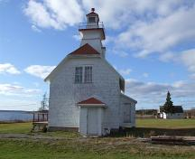 East elevation, Mullins Point Lighthouse, North Wallace, Nova Scotia, 2006. ; Heritage Division, NS Dept. of Tourism, Culture and Heritage, 2006.