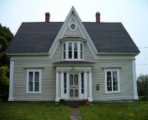Front elevation, Peter Lent Hatfield House, Tusket, Nova Scotia, 2004.; Heritage Division, NS Dept. of Tourism, Culture and Heritage, 2004.