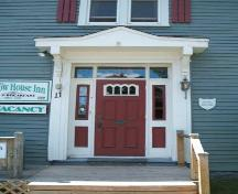 Central door with transom window and sidelight, The Willow House, Pictou, 2006; Heritage Division, NS Dept of Tourism, Culture and Heritage, 2006