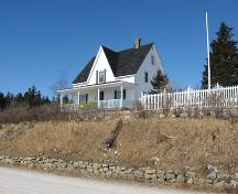 Dorey House, front and east side view from highway,2007; HRM Heritage Property Program, 2007.