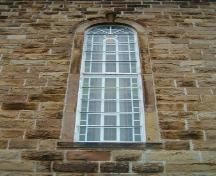Window with keystone and lug sill, Paroisse Saint-Pierre, Chéticamp, Nova Scotia, 2004. ; Heritage Division, NS Dept. of Tourism, Culture and Heritage, 2004.