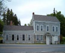 Front elevation, Sargent-Homer-Nodwell House, Barrington, Nova Scotia, 2004.; Heritage Division, NS Dept. of Tourism, Culture and Heritage, 2004.