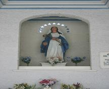 View of statue of the Virgin Mary in La Chapelle de Notre-Dame-du-Bons-Secours, Winnipeg, 2005.; Historic Resources Branch, Manitoba Culture, Heritage & Tourism 2005