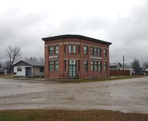 Contextual view, from the northeast, of the Royal Bank Building, Roland, 2005; Historic Resources Branch, Manitoba Culture, Heritage and Tourism, 2005