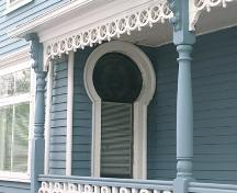 21 Muir Street, keyhole window, 2004; Heritage Division, N.S. Dept. of Tourism, Culture and Heritage, 2004