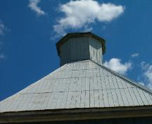Lantern/cupola, Yuill Barn, Old Barns, Nova Scotia, 2004.; Heritage Division, NS Dept. of Tourism, Culture and Heritage, 2004.