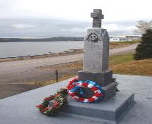 View the eastern side of the memorial stone showing the Royal Navy emblem. Photo taken November 2006.; HFNL/Lara Maynard 2006