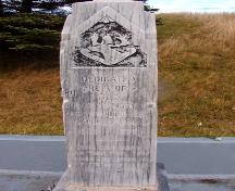 View of the southern front face of the memorial stone showing the Royal Newfoundland Regiment emblem. Photo taken November 2006.; HFNL/Lara Maynard 2006