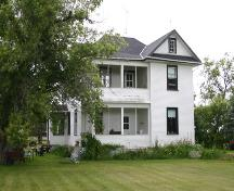 Primary elevation, from the southwest, of the Drysdale House, Neepawa area, 2004; Historic Resources Branch, Manitoba Culture, Heritage and Tourism, 2004